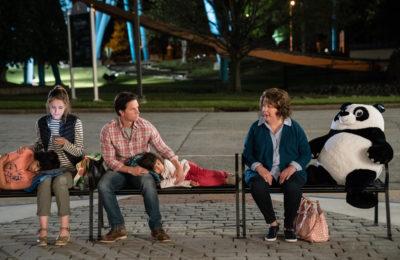 Instant Family: salah satu film keluarga yang patut ditonton bersama keluarga